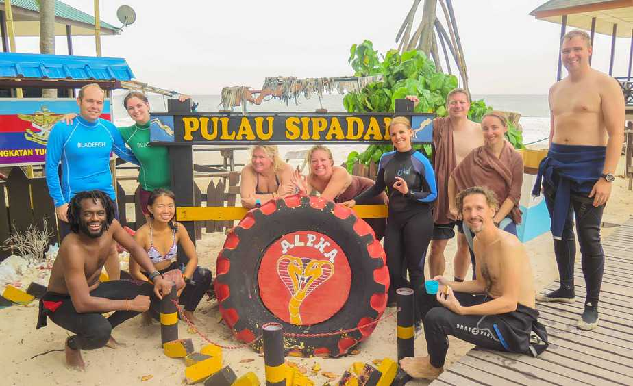 Pulau Sipadan – Diving from a Refurbished Oil Rig