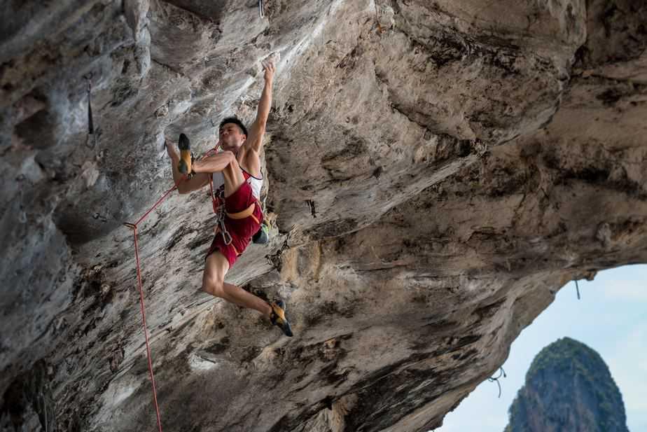 Intermediate Level Natural Wall Rock Climbing
